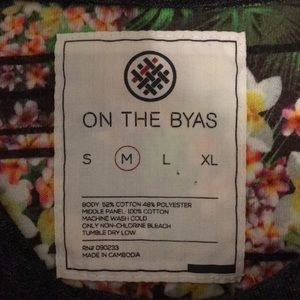 on the byas Shirts - Floral men's tee size medium